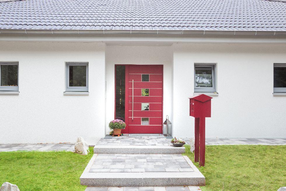 Rote Haustüre mit 4 Sichtfeldern