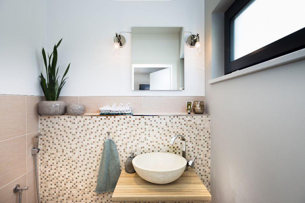 Gästebad mit runden Waschbecken