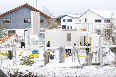 Schneefall kann den Baufortschritt unseres Musterhauses nicht bremsen.