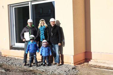 Familie Winter mit ihrem Fachberater Jürgen Schröder