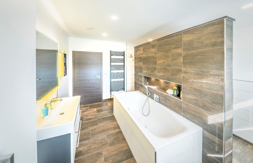 Praktische T-Lösung mit versteckter Dusche und WC