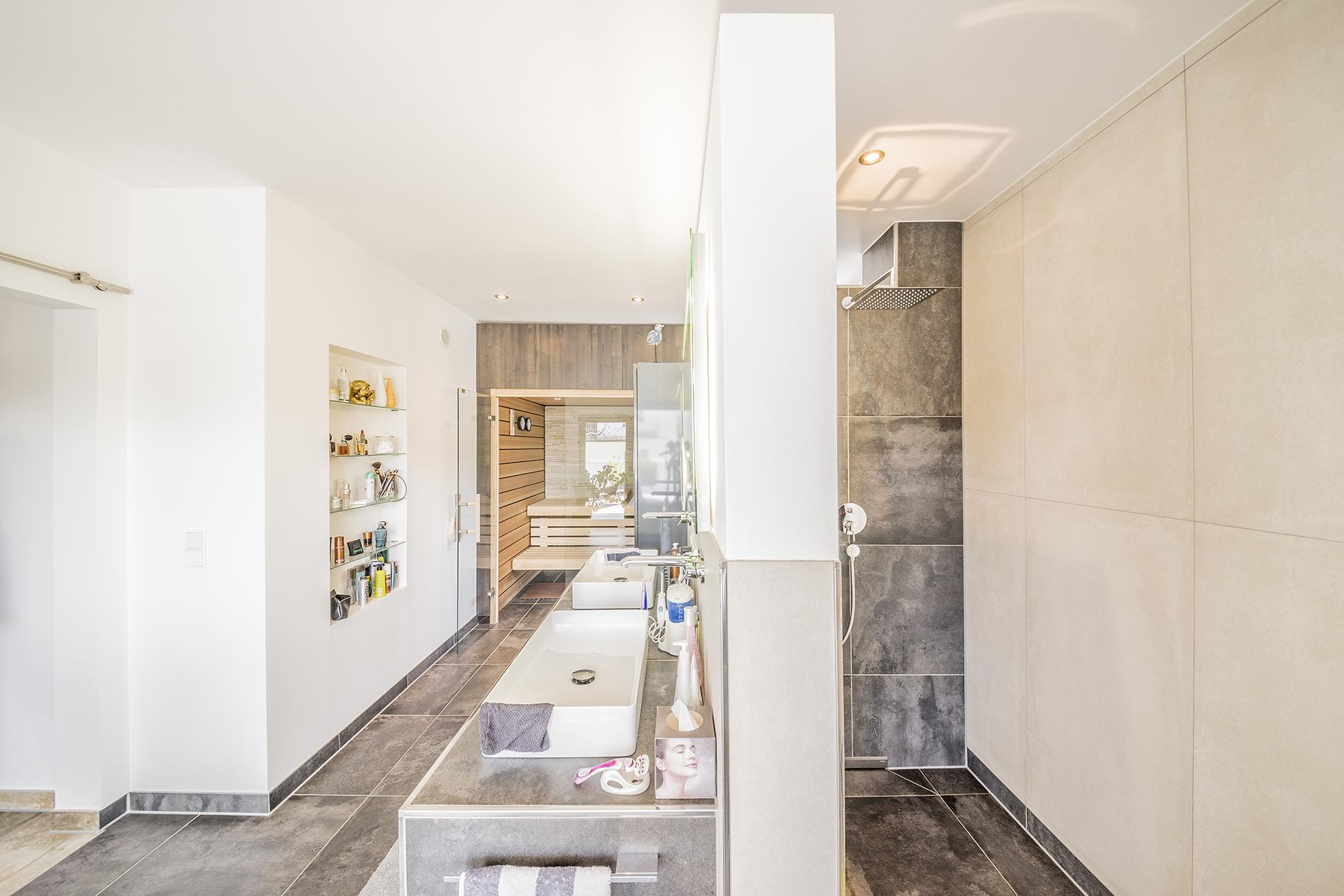versteckte dusche hinter einem komfortablen doppelwaschbecken fischerhaus fertigh user aus bayern. Black Bedroom Furniture Sets. Home Design Ideas