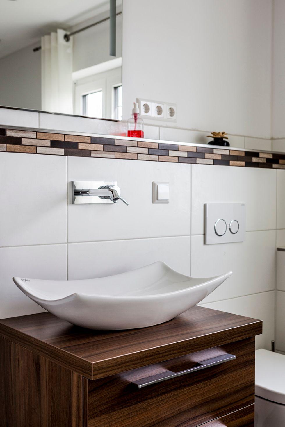 Waschbecken im schwungvollem Design