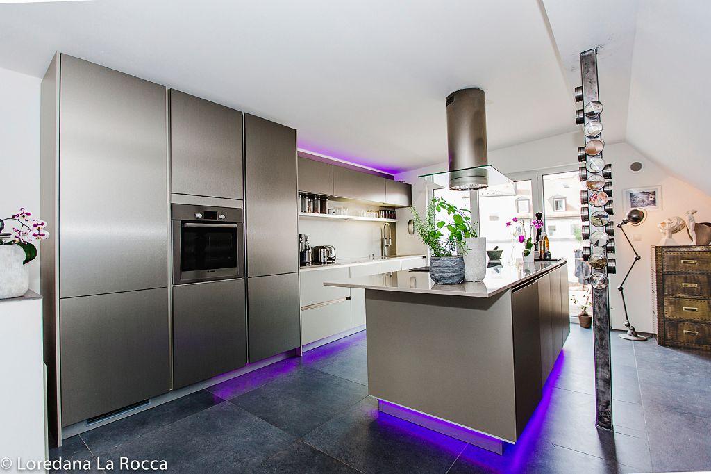 Extravagante Küche mit LED Leisten | FischerHaus: Fertighäuser aus ...