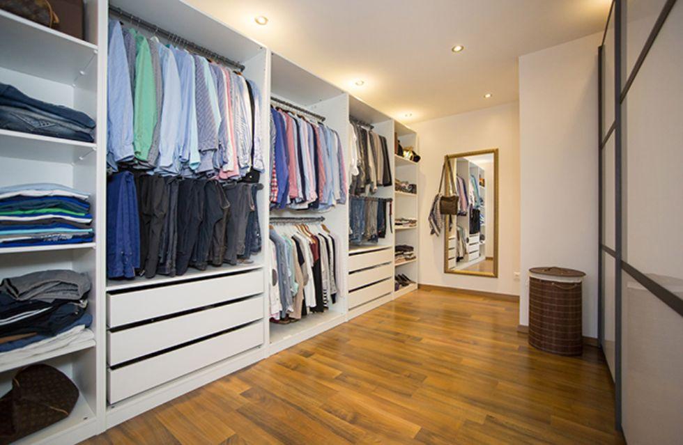 Praktischer begehbarer Kleiderschrank