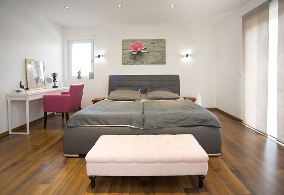 Schlafzimmer mit geraden Linien
