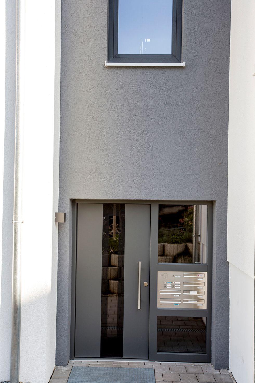 Haustüre mit integrierten Postkasten