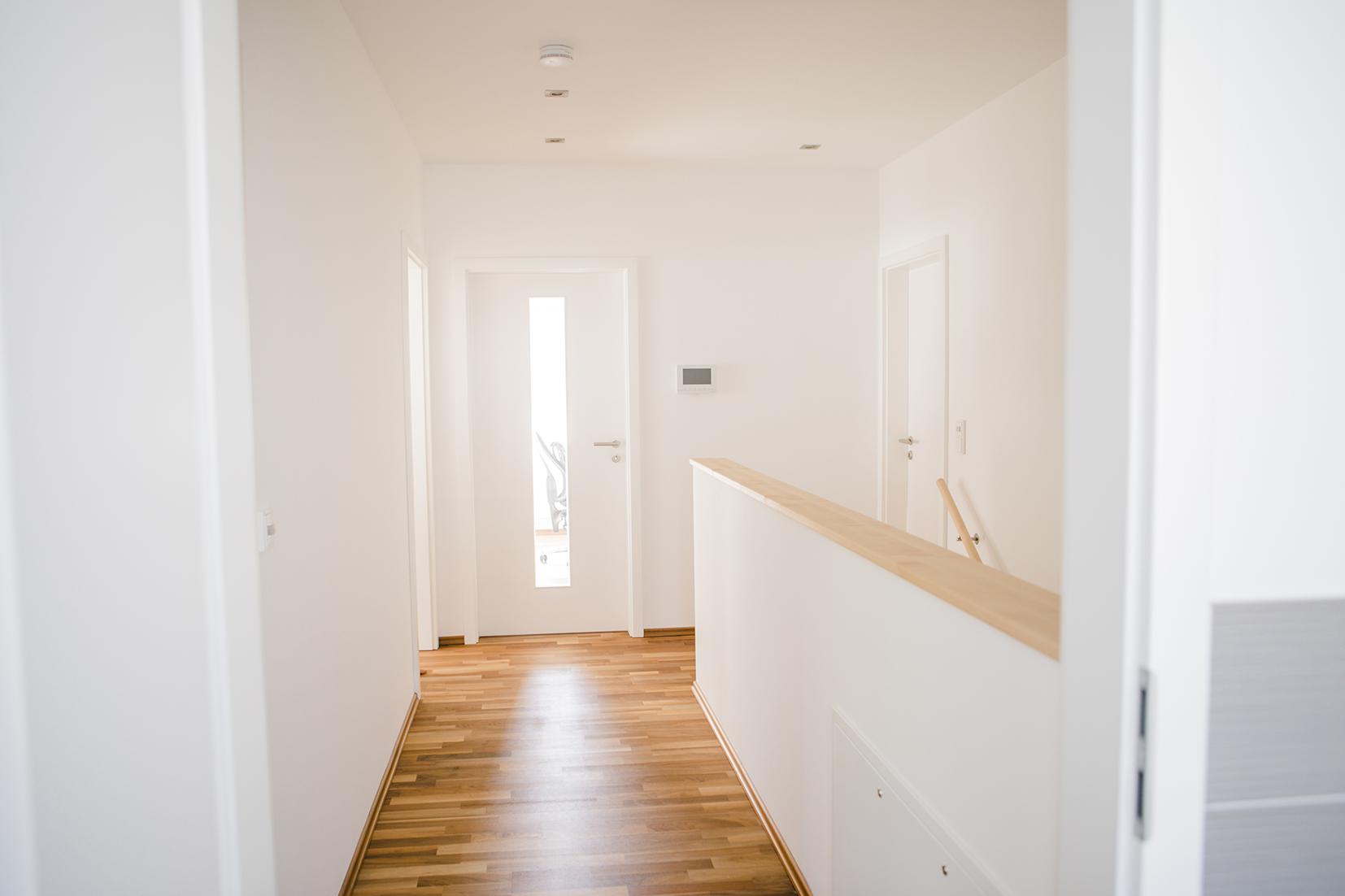 t ren f r lichtdurchflutete r ume fischerhaus fertigh user aus bayern. Black Bedroom Furniture Sets. Home Design Ideas