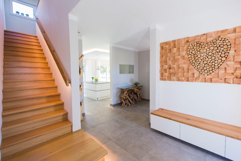 Geschlossene Treppe mit Beleuchtung