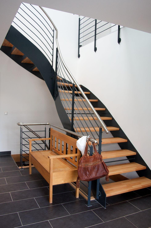 Viertelgewendelte Treppe mit Edelstahlgeländer