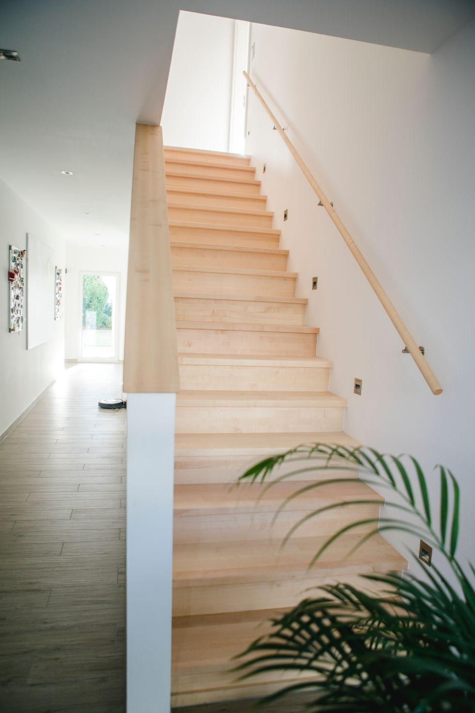 Geradläufige Treppe mit Setzstufen