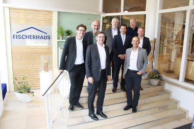 QDF Beirat des Bundesverbandes Deutscher Fertigbau zu Besuch bei FischerHaus.